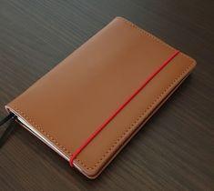 Amari-kožený doplniteľný vreckový zápisník s červeným uzatváraním,farba: karamel Card Holder, Luxury, Rolodex