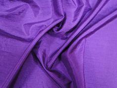 Hightech (Roxo). Tecido leve, com brilho acetinado, superfície com suave efeito de amassado. Ideal para looks festa.  Sugestão para confeccionar: vestidos de festa, saias, blusas, entre outros.