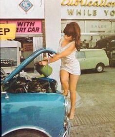 Vintage cars girl pin up ideas Mini Cooper Classic, Mini Cooper S, Classic Mini, Classic Cars, Up Auto, Mini Morris, Girly Car, E Type, Cute Cars