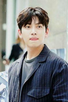 ❤❤ 지 창 욱 Ji Chang Wook ♡♡ that handsome and sexy look . Ji Chang Wook Abs, Ji Chang Wook 2017, Ji Chang Wook Smile, Ji Chang Wook Healer, Ji Chan Wook, Cute Actors, Handsome Actors, Handsome Guys, Drama Korea
