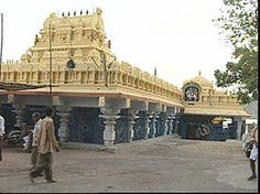 Bhadrakali Temple is one of the oldest temples in Warangal, Telangana.   On the banks of Bhadrakali Lake, this temple is located, which is 1.5 km from Government Polytechnic college.