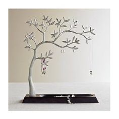i really LIKE this jewelry tree...first jewelry holder that's not kitsch! #FTW
