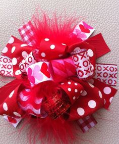 Valentines Bow, Valentines headband, Red Bow, Heart Bow, Valentines Day by BandBBabytalk on Etsy Rainbow Loom Charms, Bracelets Rainbow Loom, Loom Bracelets, Boutique Bows, Diy Hair Bows, Bow Hair Clips, Loom Bands, Ribbon Bows, Ribbons