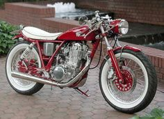 Yamaha SR Custom Motorcycle... Beautiful Red & White Bike...