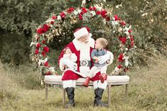 Lentille Photography shares her Santa sessions in a second post about the only mini sessions she offers throughout the year. Family Christmas Pictures, Santa Pictures, Holiday Pictures, Christmas Mini Sessions, Christmas Minis, Xmas, Outdoor Santa, Outdoor Christmas, Christmas Photo Booth