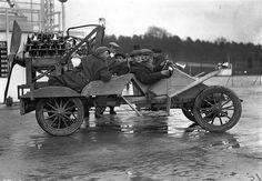 【画像】現代との比較も面白い、奇抜でレトロな自動車たちの写真30枚