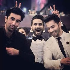 Filmfare 2015 -- Ranbir Kapoor and Varun Dhawan hilariously photobombed by Shahid Kapoor Shahid Kapoor, Shraddha Kapoor, Ranbir Kapoor, Priyanka Chopra, Bollywood Photos, Bollywood Stars, Bollywood Fashion, Indian Celebrities, Bollywood Celebrities