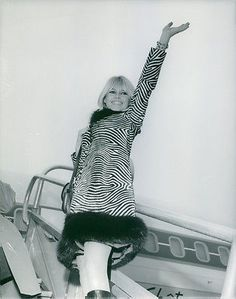 Vintage-photo-of-Brigitte-Bardot-standing-on-staircase-of-airplane