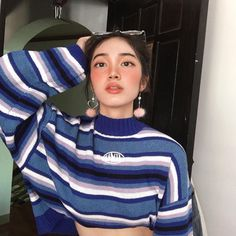 Image may contain: 1 person, stripes and closeup Pretty People, Beautiful People, Pretty Outfits, Cool Outfits, Natural Glowy Makeup, Vintage Mom, Fade Styles, Foto Instagram, Ulzzang Girl