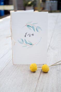 Rustig geboortekaartje van Ezra met een takje en de kleuren mintgroen, grijs en geel. Ontwerp door Leesign - www.leesign.nl #leesign #geboortekaartje #ontwerp #geboortekaarten #geboortekaartjes #fairepart #stationery #birth #announcement #jongen #ezra
