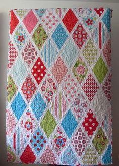Follow this link to a tutorial to make this Diamond Quilt - would be perfect for a baby bed quilt, personalize with your colors.....