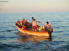 LA PASSIONE PER IL MARE DEI PESCATORI, RICORDI ESTIVI  La crisi del settore pesca, le difficoltà quotidiane e il futuro incerto fanno allontanare dal loro habitat naturale, il mare, tanti nostri pescatori. Piccoli pescatori costieri valenti, coraggiosi e sensibili, lontani ma pronti a ritornare, anche per poche settimane, per la grande passione, da sempre, per il mare e la pesca! Ph. Salvatore Martilotti