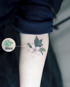 Cover up☘ . #tattoo#tattooist#tattooistsol#솔타투#lettering#soltattoo#color#colortattoo#꽃타투#flowertattoo#flower#꽃#커버업#coverup #타투#솔타투#타투이스트솔