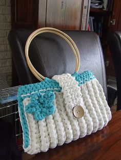 strong handbag with bamboo handles made by Monique, posted on Hoooked hyves.nl