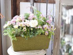 NanaはInstagramを利用しています:「こちらはお客様オーダー。 春のプランターギャザリングです。 ほんわりふんわり。 春らしく、半日陰でも楽しめる子をメインで入れさせていただきました。 今週は週末に自宅の引越を控えていてプライベートがバッタバタです💦 火曜日はその関係で臨時休業日。 金曜日はいつもの植栽剪定のた…」 Floral Wreath, Wreaths, Instagram, Home Decor, Floral Crown, Decoration Home, Door Wreaths, Room Decor, Deco Mesh Wreaths