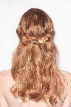 Halboffene Haare bei Valentino: Hinten