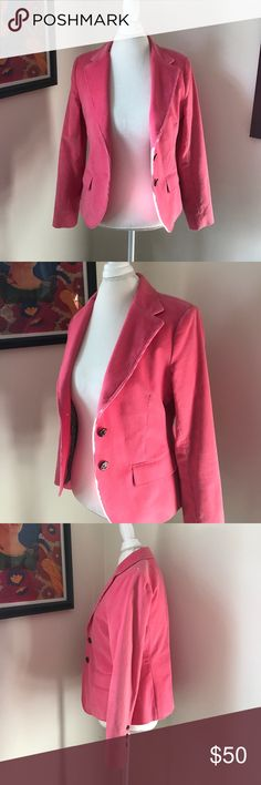 Vineyard Vines Pink Corduroy Blazer Pretty pink Corduroy Blazer from Vineyard Vines. Excellent used condition. Size M. Inside lining is light green with hula dancers! Vineyard Vines Jackets & Coats Blazers