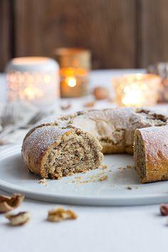 Nusskranz mit Mürbeteig / Nut wreath with shortcrust pastry
