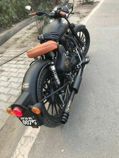 New bullet bike royal enfield wallpapers 64 Ideas Enfield Bike, Enfield Motorcycle, Bobber Motorcycle, Motorcycle Style, Women Motorcycle, Motorcycle Design, Royal Enfield India, Classic 350 Royal Enfield, Enfield Classic