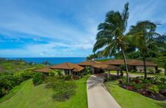 Private villas like this one in Kauai frequented by Jennifer Aniston Jennifer Aniston House, Jennifer Aniston Photos, Vacation Destinations, Dream Vacations, Multi Million Dollar Homes, Tropical Beach Houses, World On Fire, Celebrity Houses, Beautiful Sky