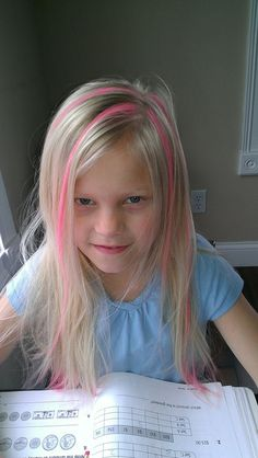 Hair Chalking for Kids! STEP Soak sidewalk chalk in a cup for several minutes. STEP Take the pieces you want to color and simply run the chalk down the hair. STEP Use a little hairspray to help keep it in while it dries. It washes right out in the tub! Wash Out Hair Color, Kids Hair Color, Hair Colour, Little Girl Hairstyles, Cool Hairstyles, Coloured Hair Spray, Hair Streaks, Temporary Hair Color, Crazy Hair Days
