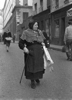 Robert Doisneau // Paris, Women, Rue Mouffetard, 1951,