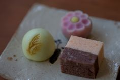 """季節のお菓子 お飲み物とセット-ひとくち生菓子『秋日和』/Seasonal sweet Available with a drink-Three mouthful Namagashi """"Aki-biyori""""   Kagizen: ZENCAFE + Kagizen Gift Shop"""