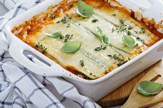 LASAGNES LÉGÈRES VÉGÉTARIENNES AU CHÈVRE Cette image est totalement non contractuelle car c'est le plat le moins photogénique du monde… En revanche il est délicieux, et même si la préparation est un peu fastidieuse (surtout pour ceux qui n'ont pas de robot de cuisine), ça vaut vraiment le coup ! Ce sont des lasagnes à base de courgettes et de carottes, sans béchamel,