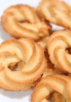 Food & Drink — the batter baker: Danish Butter Cookies Danish Butter Cookies, Biscuit Cookies, Biscuit Recipe, Yummy Cookies, Cake Cookies, Italian Butter Cookies, Cupcakes, Homemade Butter Cookies Recipe, Pastries