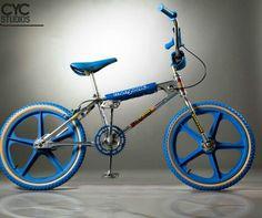 4 Vivid Clever Tips: Car Wheels Rims Chevrolet Camaro car wheels diy fun.Old Car Wheels Vw Beetles muscle car wheels. Bicicletas Mongoose, Vintage Bmx Bikes, Retro Bikes, Bmx Cruiser, Camaro Car, Bmx Racing, Bmx Freestyle, Bmx Bicycle, Bicycle Accessories