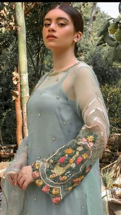 Beautiful Dress Designs, Beautiful Dresses, Kurta Designs, Blouse Designs, Velvet Dress Designs, Embroidery Suits, Embroidery Patterns, Machine Embroidery, Fancy Wedding Dresses
