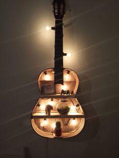 I had a broken guitar so I made it into a shelf Ich hatte eine kaputte Gitarre, also habe. Guitar Crafts, Guitar Diy, Guitar Room, Bedroom Themes, Bedroom Decor, Casa Mix, Guitar Decorations, Broken Guitar, Bar Deco