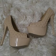Tan spiked heels Perfect condition Shoe Dazzle Shoes Heels