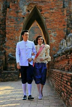Traditional Thai Clothing, Traditional Dresses, Thai Wedding Dress, Culture Clothing, Male Clothing, Thai Design, Thai Fashion, Weeding Dress, Thai Dress