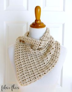 Fiber Flux: Free Crochet Pattern...French Vanilla Button Cowl!