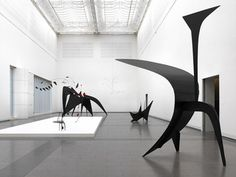 Installation photograph, Calder: Avant-Garde in Motion