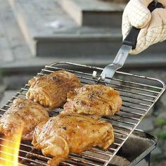 Grill Grabber The Toolwizard Barbecue Store,http://www.amazon.com/dp/B0002Y1D2I/ref=cm_sw_r_pi_dp_oztUsb1PH3NFQFCK