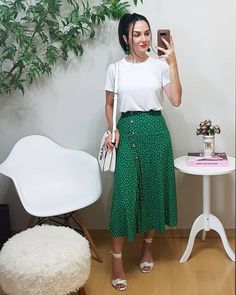 Midi Skirt Trend - { fave outfits - outfit - looks } - Saias Modest Outfits, Skirt Outfits, Modest Fashion, Summer Outfits, Fashion Outfits, Casual Outfits, Womens Fashion, Look Hippie Chic, Look Star