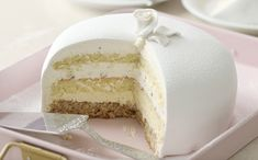 White Lady, A Norwegian Classic (Passion 4 baking) Food Cakes, Cupcake Cakes, Delicious Cake Recipes, Yummy Cakes, Norwegian Cake Recipe, Great Desserts, Dessert Recipes, French Desserts, British Baking Show Recipes