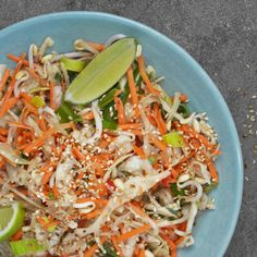 Asiatisk råkostsallad A Food, Good Food, Food And Drink, Yummy Food, Low Carb Recipes, Vegan Recipes, Dairy Free Salads, Low Calorie Smoothies, Proper Nutrition