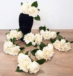 """32 Me gusta, 1 comentarios - Blanco Azahar (@blancoazahar) en Instagram: """"👗🌺👏Flores de Flamenca de #BlancoAzahar que lucieron las modelos de la colección #OMNIUM del…"""" Floral Wreath, Wreaths, Instagram, Home Decor, Templates, Orange Blossom, Flamingo, Flowers, Floral Crown"""