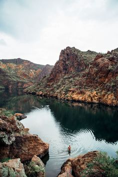 Travel Bucketlist - Canyon Lake, Arizona - Discover a beautiful oasis in the middle of the desert. Hike down to the water and take a dip surrounded by cactus and gorgeous red rock cliffs. More travel ideas on our website!