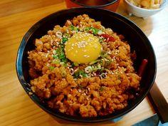 혼신마켓 - 돈민찌 소보로 덮밥 고추참치 비스무레한 맛??