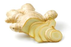 Ginger juice is a natural spicy drink. Ginger roots health benefits has served as a natural remedy with therapeutic effects for health, surprisingly tasty. Metabolism Boosting Foods, Speed Up Metabolism, Metabolism Booster, How To Peel Ginger, Fresco, Recovery Food, Health Benefits Of Ginger, Ginger Juice, Raw Ginger