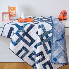 'Loophole' by Caroline Hadley (@geometriquilt) in Love Patchwork & Quilting (issue 55)