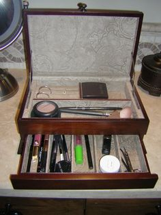 Makeup Storage from a Jewlery Box