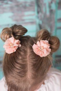 Pink Floral Hair Clip for girls - La Bella Rose Boutique. Flower girl hair, picture day hair, girl's hairstyles.