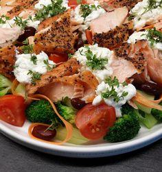 #OK Klidfaster.dk: Måltidssalat med broccoli, varmrøget laks og hytteost...