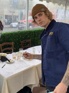 Justin Bieber Smile, All About Justin Bieber, Justin Bieber Photos, Denim Button Up, Button Up Shirts, Justin Hailey, Canadian Boys, Dope Outfits, Beanie Hats