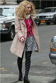 AnnaSophia Robb as Carrie. I like the outfit Fashion Tv, Star Fashion, Winter Fashion, Girl Fashion, Fashion Outfits, Carrie Bradshaw Estilo, Carrie Bradshaw Outfits, Preppy Style, My Style